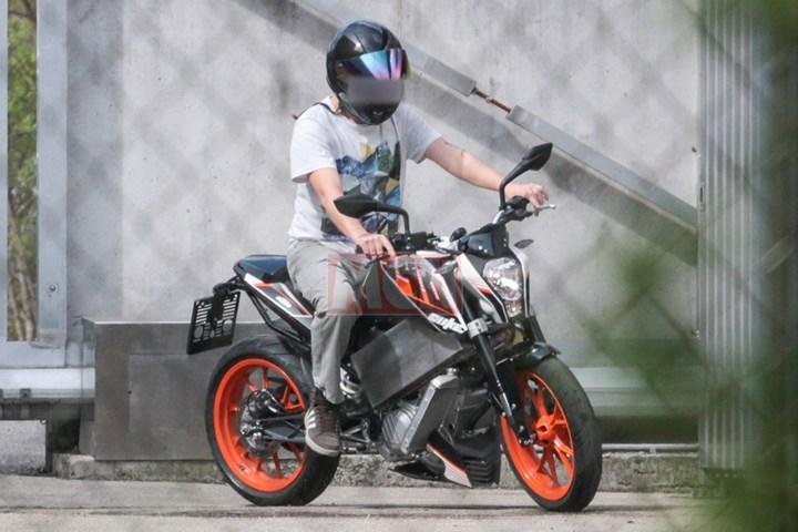 KTM-Duke-E-003