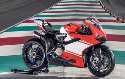 รีวิวทดสอบการขับขี่ 2017 Ducati 1299 Superleggera โดย motorcyclenews