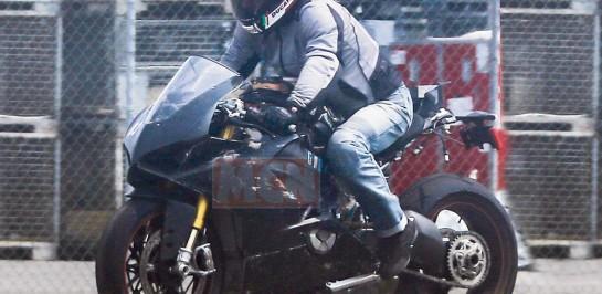Ducati Superbike ออกมาทดสอบบนถนนจริงแล้ว