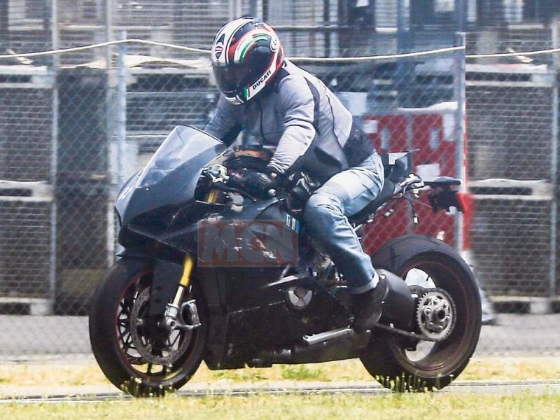 Ducati-V4-Superbike-006