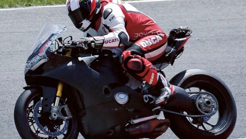 Ducati-V4-Superbike-spy-photos-02