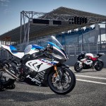ทดสอบขับขี่จริง 2017 BMW HP4 Race โดย motorcyclenews.com
