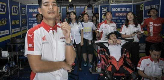 """""""ฟิล์ม"""" ชมหัวใจนักบิดทีม """"เอ.พี.ฮอนด้า"""" ผงาดจบท็อปโฟร์ """"ซูซูกะ 4 ชั่วโมง"""" ตามเป้า ท่ามกลางกองเชียร์ชาวไทยกว่า 300 ชีวิต"""