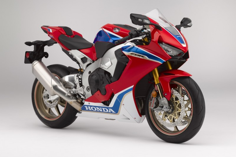 2017-Honda-CBR1000RR-SP2-First-Look-Preview-1