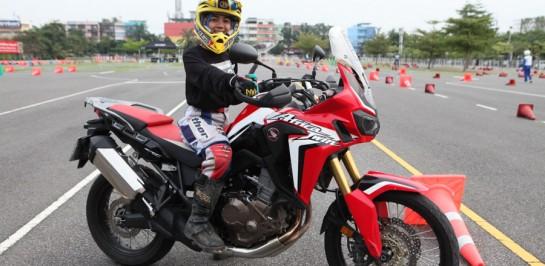 """""""ฮอนด้า บิ๊กไบค์"""" เผย 10 ผู้โชคดี ร่วมเปิดประสบการณ์ขับขี่บิ๊กไบค์ สุดเอ็กคลูซีฟตะลุยญี่ปุ่นและนิวซีแลนด์กับ 4 เซเลบไบเกอร์ตัวจริง ในแคมเปญ """"Honda BigBike Riding Passion"""""""
