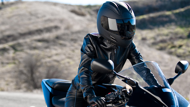 Why-You-Should-Date-a-Woman-Who-Rides-a-Motorcycle_06.jpg