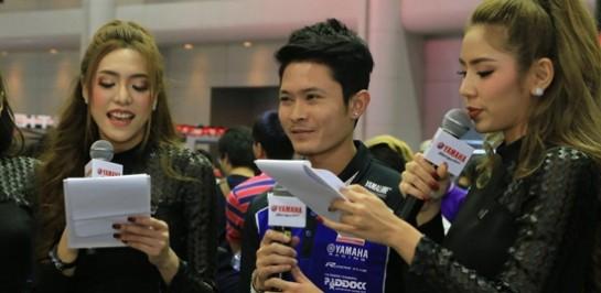 แสตมป์ – อภิวัฒน์ นักแข่งไทยสังกัด VR46 ของ Valentino Rossi พบปะแฟนๆ มอเตอร์สปอร์ตที่บูธ Yamaha Riders' Community