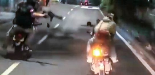 ย้อนรอย ตำรวจอินโดนีเซีย ควบมอเตอร์ไซค์ ไล่ล่าผู้ร้ายชิงทรัพย์