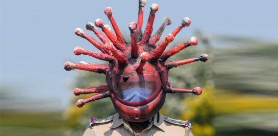 ไอเดียบรรเจิด? ตำรวจอินเดียใส่หมวกกันน็อก 'โคโรน่าไวรัส' เพื่อให้ผู้คนตื่นกลัว!!!