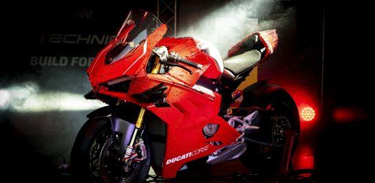 ชม Ducati Panigale V4R ขนาดเท่าจริงที่สร้างจากตัวต่อ LEGO