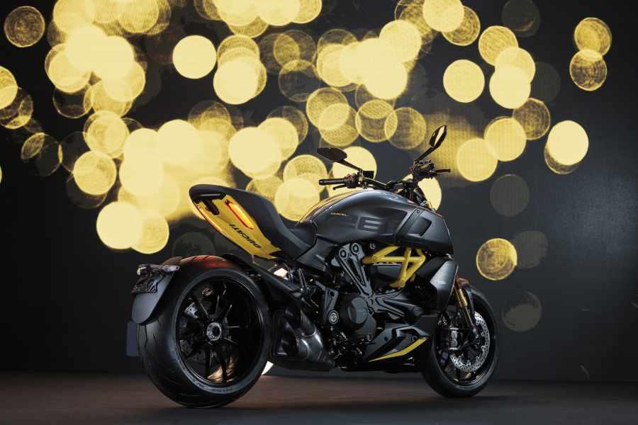 """เปิดตัวรุ่นพิเศษ 2021 Ducati Diavel 1260 S """"Black and Steel"""""""