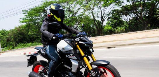 แชร์วิธีการขี่มอเตอร์ไซค์เนกเกต (Naked Bike) สำหรับมือใหม่